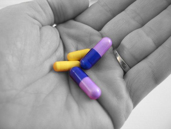 pills-in-hand-1498018