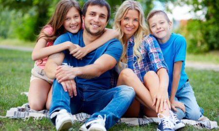 familia-en-el-campo_1098-1066