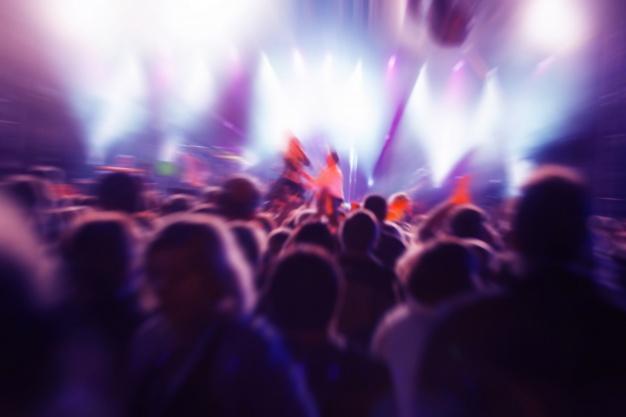 personas-en-un-concierto_1160-737