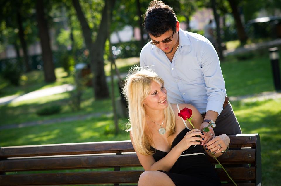 couple-2180541_960_720