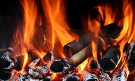 primer-plano-de-llamas-de-fuego_1122-692