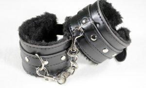 handcuffs-2773818_960_720