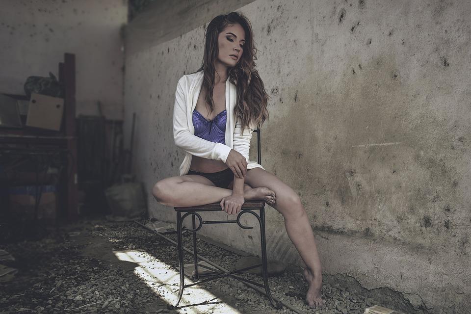 women-2107354_960_720
