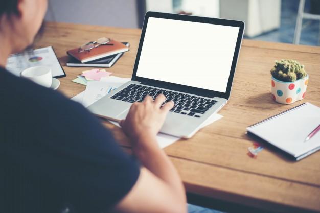 trabajando-en-la-oficina_1150-128