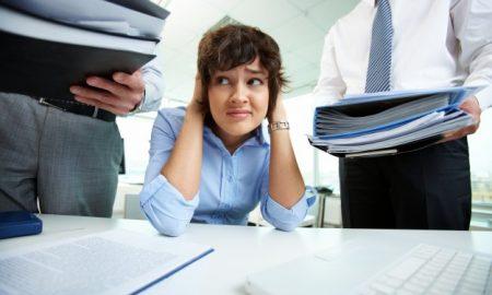 empresaria-estresada-en-la-oficina_1098-906