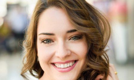 mujer-sonriendo_1139-510