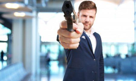 joven-hombre-de-negocios-enojado-expresion_1194-1686