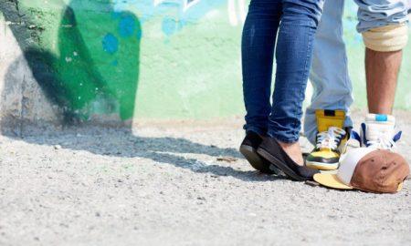 primer-plano-de-los-pies-de-una-pareja_1098-2939