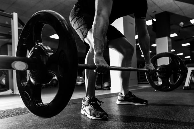 pesos-del-ejercicio-de-pesas-fuerte-atletica_1139-709