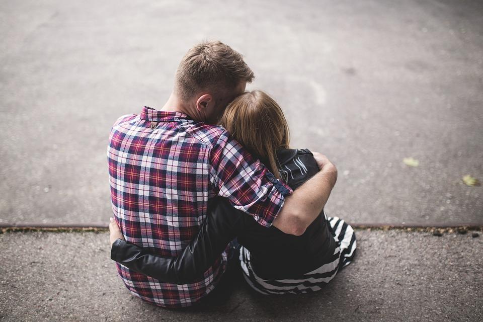 couple-1853996_960_720